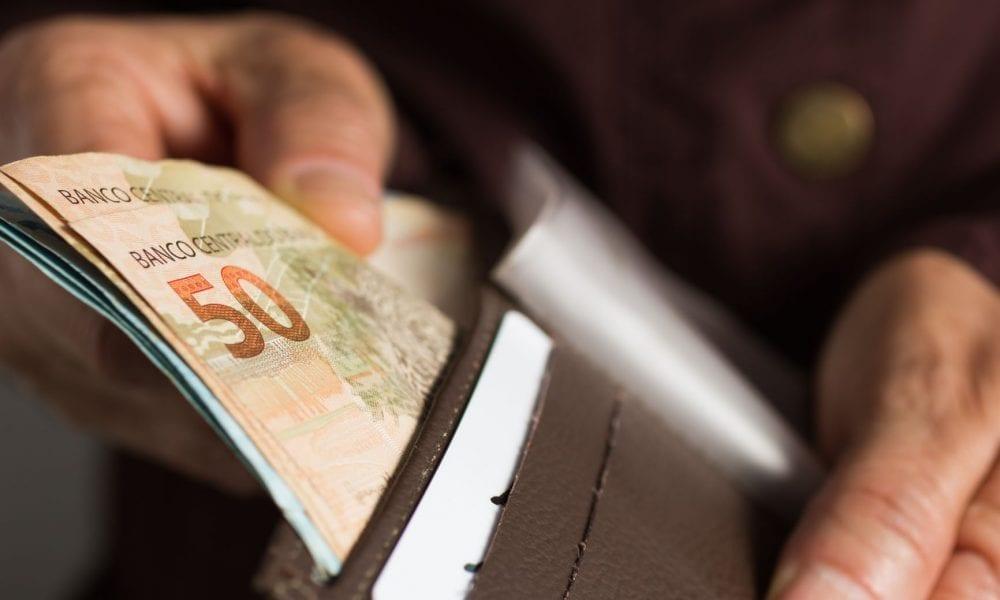 Gasolina e mercadorias mais caras pressionaram pequenos negócios, diz pesquisa