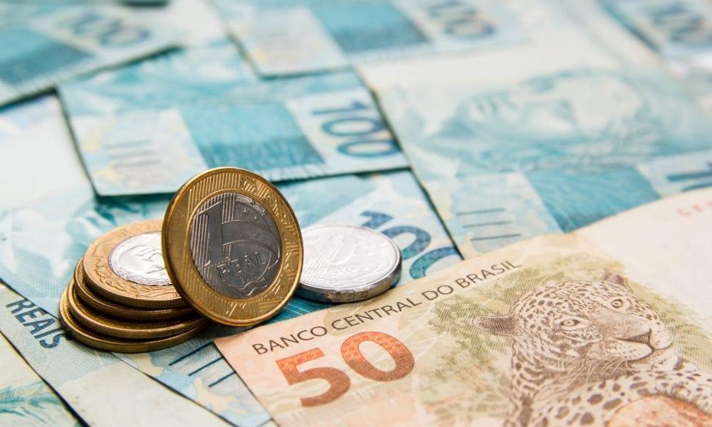 Curva de juros: entenda em 4 pontos como ela mexe com seus investimentos