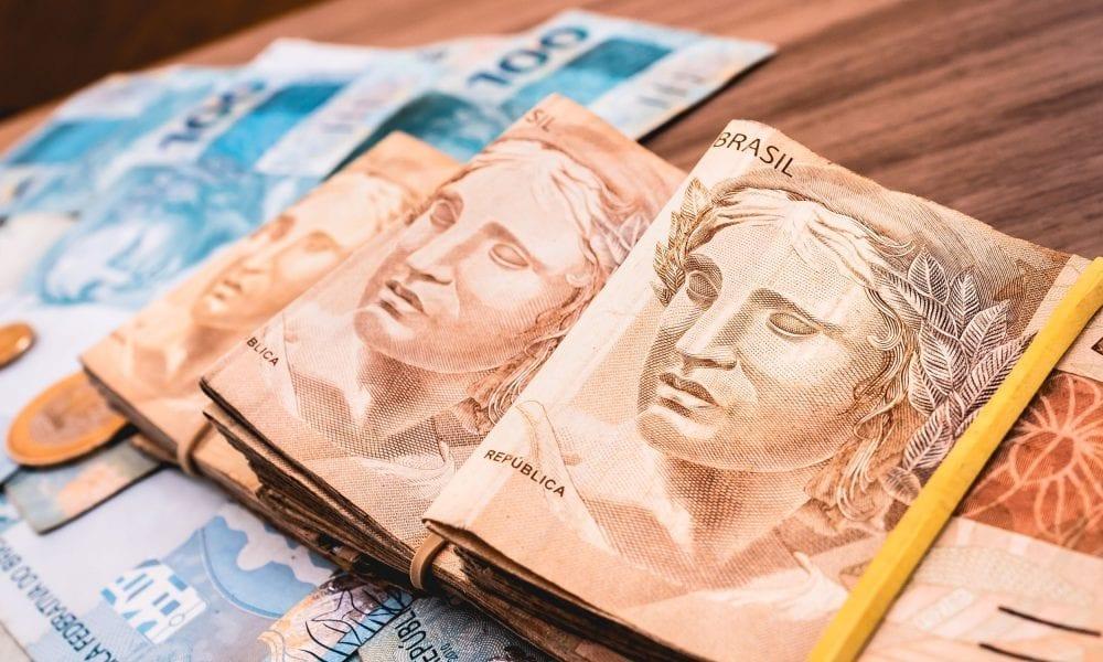Renda habitual era de R$ 2.378 em setembro, mas renda efetiva foi de R$ 2.168