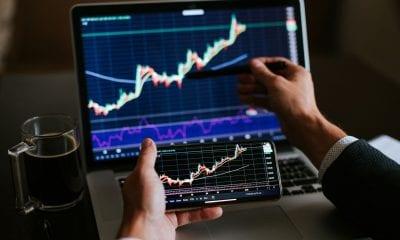 Veja as 10 ações que mais subiram e caíram no mês de agosto