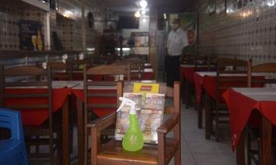 Restaurante durante a pandemia da Covid-19 (Foto: Tânia Rêgo/Agência Brasil)