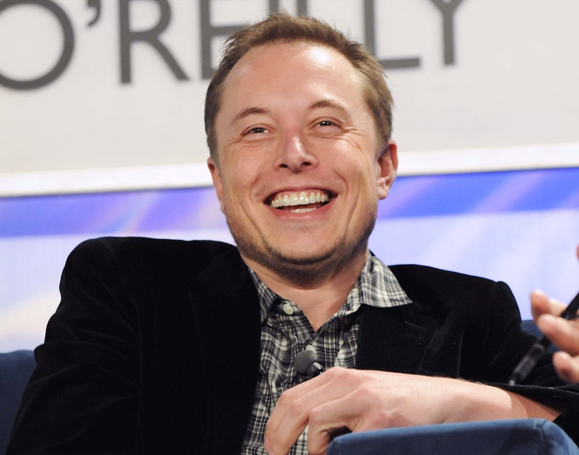 Elon Musk em apresentação sobre a empresa Tesla