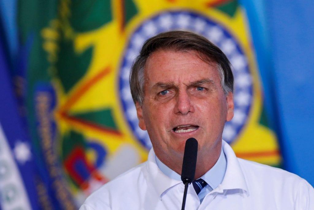 Bolsonaro admite 'dificuldade' para aprovar projeto sobre ICMS de combustíveis