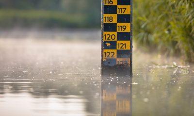 crise hídrica: medidor de profundidade de nível de água