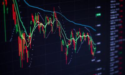 Monitor com gráfico de ações
