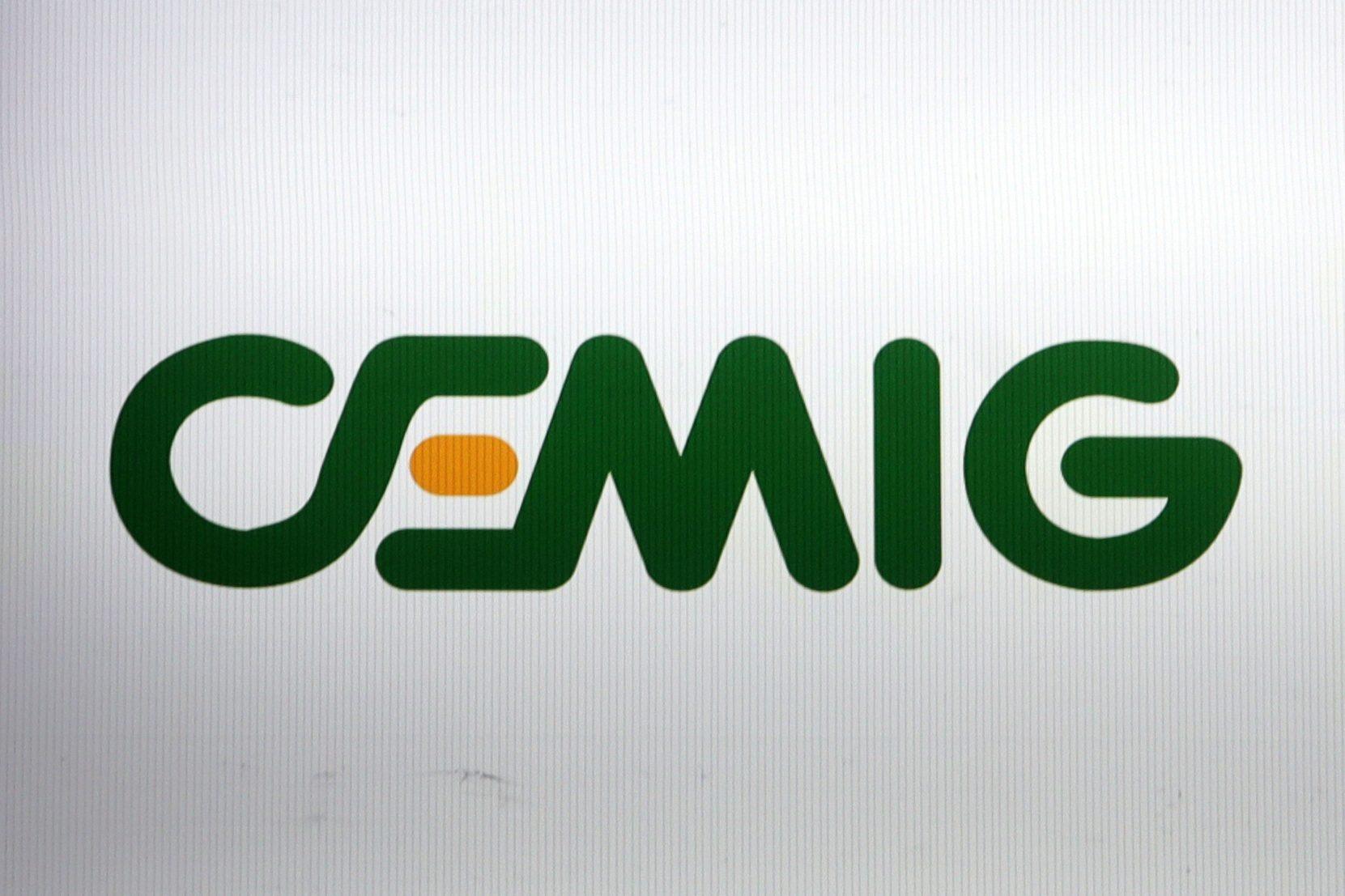Logo da Cemig em painel na bolsa de valores de São Paulo (SP)