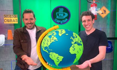 Dony e Samy com um globo terrestre nas mãos