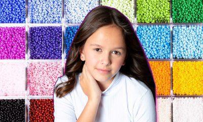 A menina Helena, de 10 anos, montou sua lojinha virtual de bijuterias de miçanga